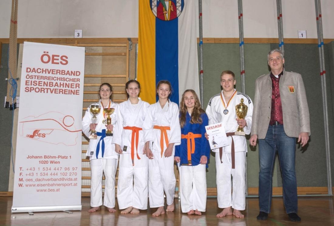 Von links nach rechts: Theresa Hutter, Letizia Nott, Jessica Roscher, Sonja Scherzer, Bernhard Rainer, Gerhard Trampitsch
